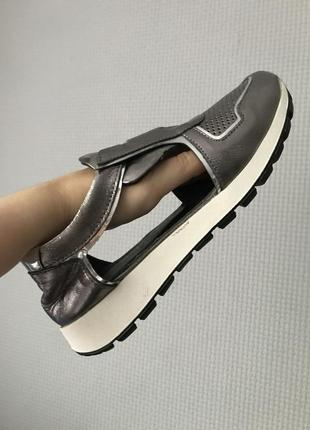 Летние кроссовки. кожа