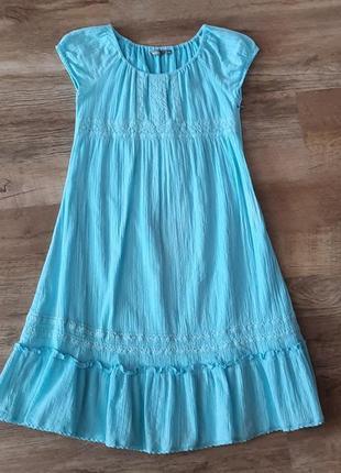 Платье нежно голубого цвета с люрексом.