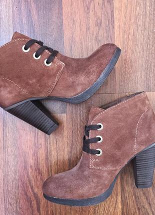 Новые ботинки сarnaby