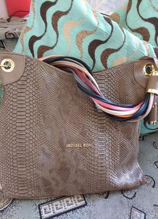 Супер класна сумка з крутою ручкою