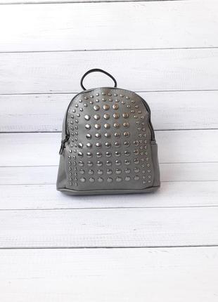 Маленький рюкзак, заклепки