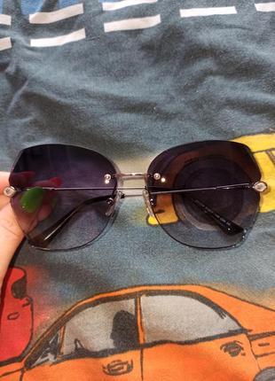 Стильні сонячні окуляри зі стразами 100 грн.