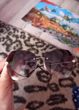 Стильні сонячні окуляри зі стразами 100 грн.4 фото