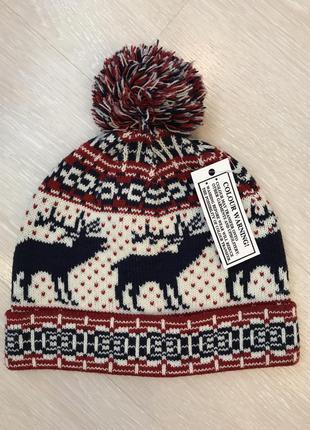 Огромный выбор красивых шапок.
