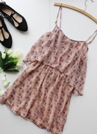 Легкое шифоновое платье на тонких бретелях с приоткрытой спиной в цветочный принт