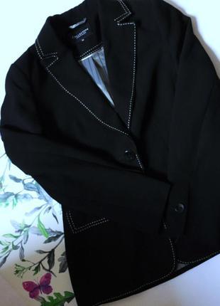 Пиджак с белой строчкой
