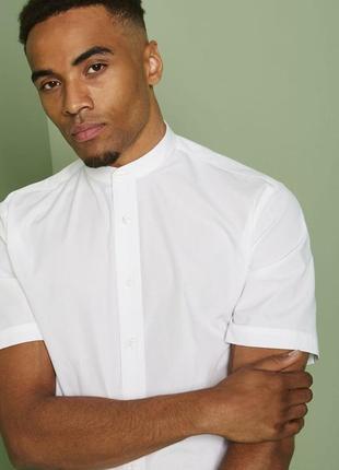 Базлвая белая рубашка с воротником стойкой и коротким рукавом