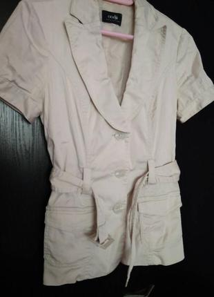 Пиджак бежевый,молочный, короткий рукав