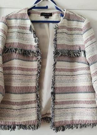Твидовый пиджак с бахромой