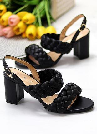 Элегантные фактурные черные женские босоножки на устойчивом каблуке   код 10429