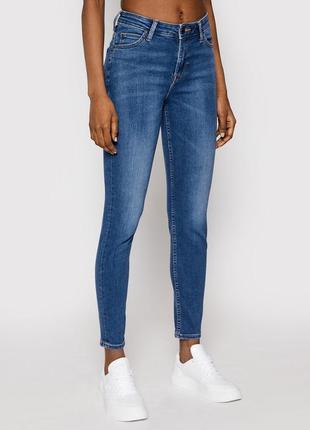 Базовые джинсы скинни lee