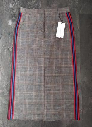 Стильная юбка с лампасами от бренда zara