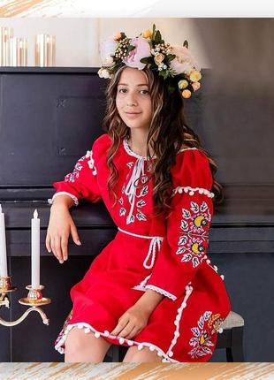 Модне плаття-вишиванка