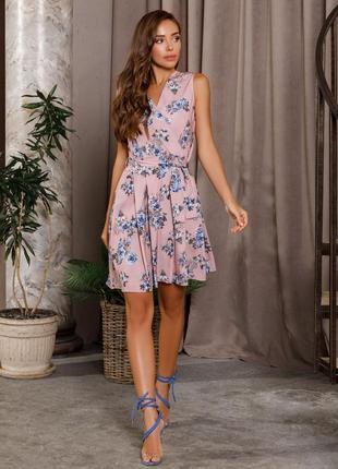 Лёгкое летнее платье на запах с цветочным принтом