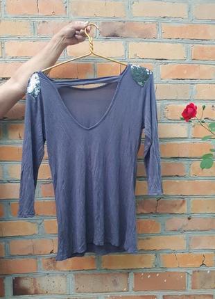 Блуза з вирізом на спині