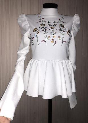 Шикарная блуза белая с вышивкой и объёмными рукавами