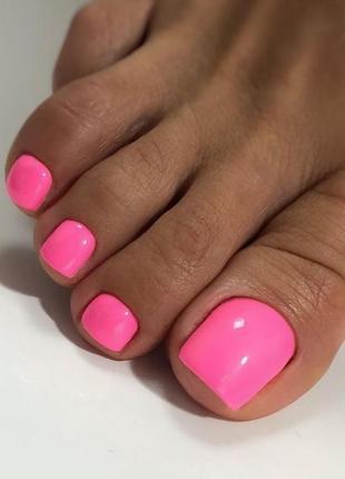 Яркий розовый гель-лак