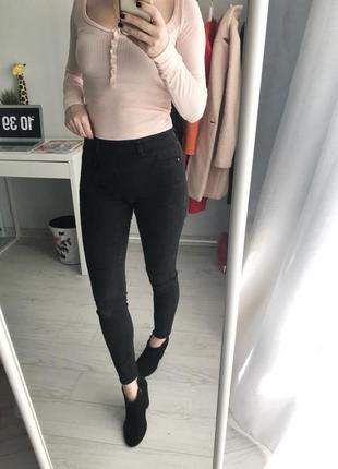 Класні джегінси new look, s-m
