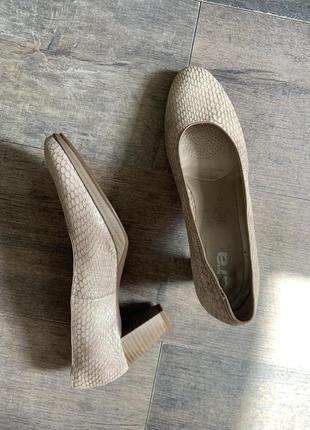 Туфли натуральная кожа на каблуке под рептилию бежевые ara