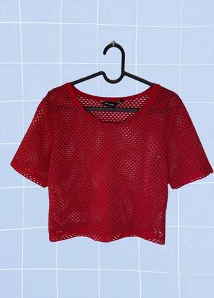 Красная короткая футболка в сетку (кроп топ с дырками)