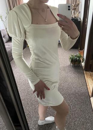 Стильне поаття, сукня, велюрова, в благородному молочному кольрі
