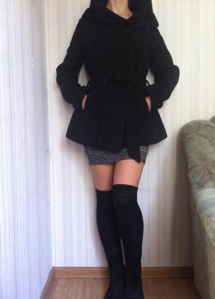 Черное пальто оверсайз c капюшоном monton
