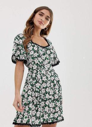 Платье белое зелёное черное в цветочный принт с поясом