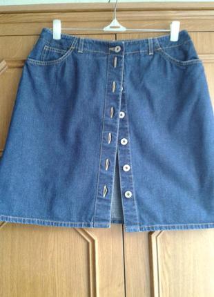 Стильная джинсовая юбка на пуговицах от бренда marks & spencer -размер 14