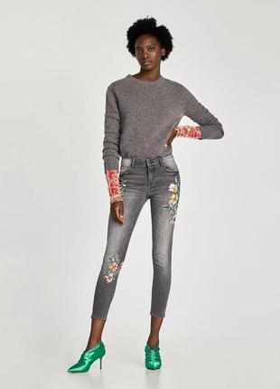 Крутые серые узкие джинсы скини с цветами от zara оригинал