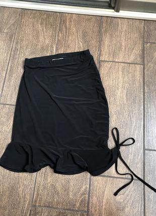 Шикарная юбка бренд miss quided чёрная с оборками