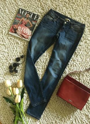 Классические зауженные джинсы с настоящего денима