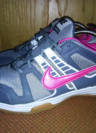 Nike milticourt 10.  454366-003.
