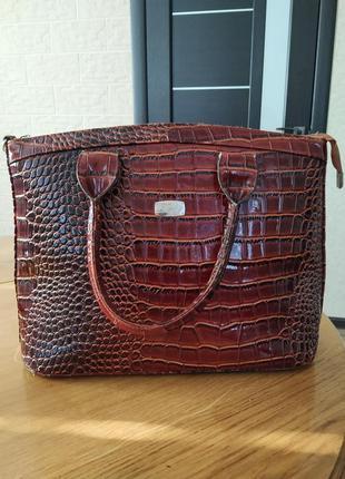 Лаковая сумка derby
