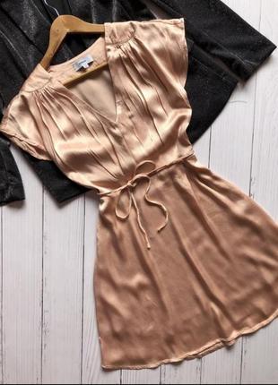 Легкое персиковое платье