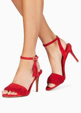 Модельные  босоножки на высоком каблуке-шпильке с открытым носком и пряжкой.  next (великобритания)