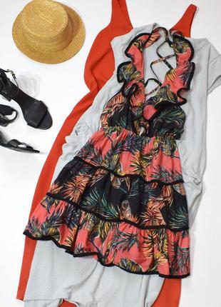 Чарівне пляжне ярусне плаття з принтом