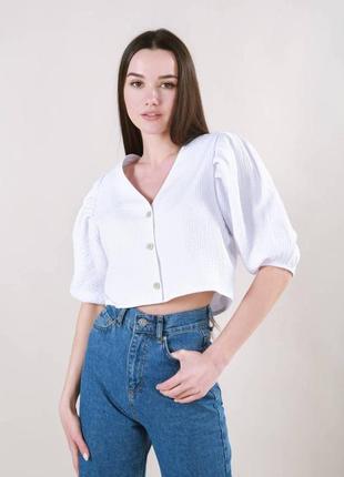 Блуза «париж» укороченная с v-образным вырезом на пуговицах рубашка кроп топ футболка белая