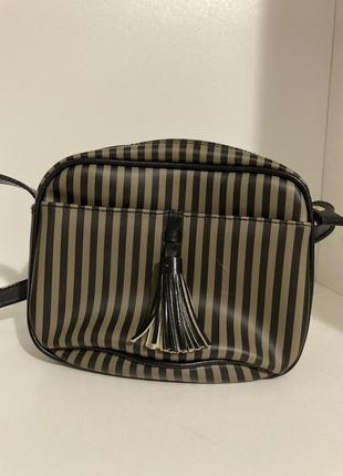 Стильна полоса та сумка через плече