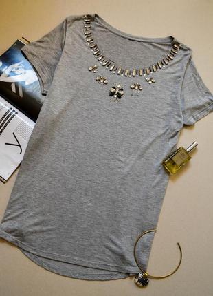Неймовірно стильна та актуальна футболка з вишивкою