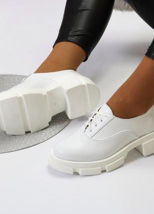 Женские белые демисезонные кожаные туфли удобные качественные на шнурках