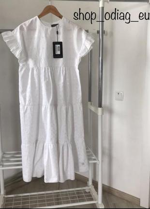 Лёгкое, стильное платье из прошвы prettylittlething тренд