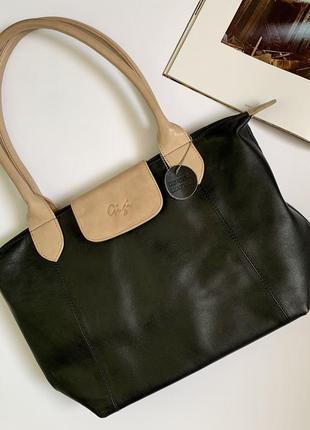 Красива базова шкіряна сумочка!