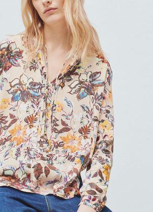 Блуза с принтом от mango.