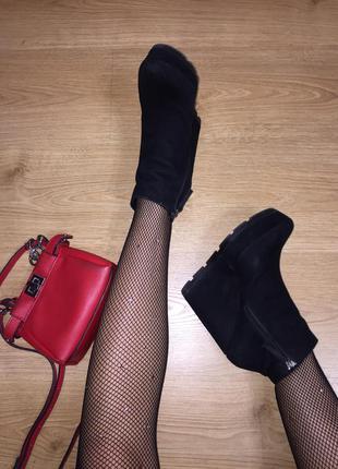 Модные ботинки на платформе ,замшевые ботинки на каблуке