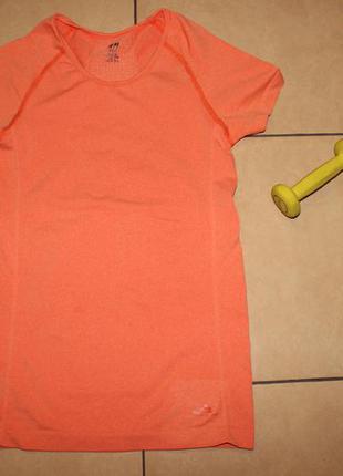 Спортивная футболка  от h&m