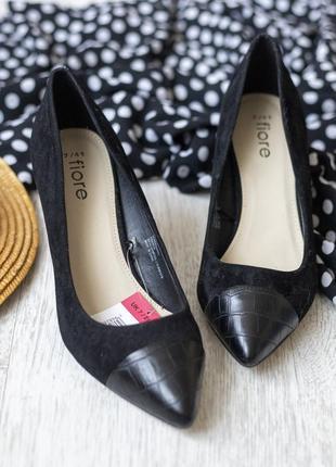 Класичні туфлі під замш з гострим носиком із замінника шкіри