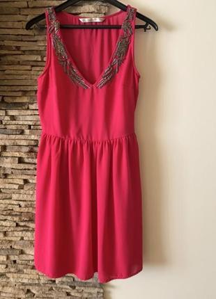 Платье с отделкой из бисера