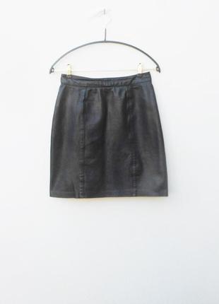 Черная кожаная черная юбкана молнии