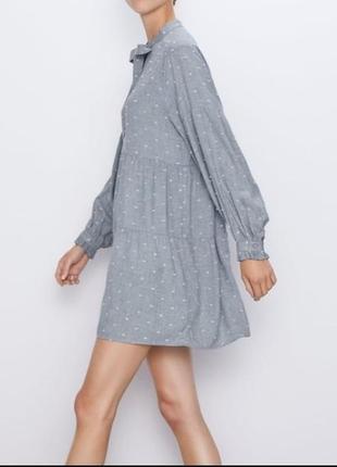 Трендовое ярусное платье мини zara объёмные рукава серое в чёрную точку