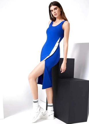 Красивое платье с разрезом